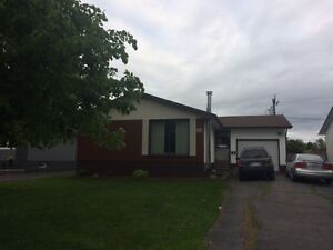 ***186 Ironwood Cres.  (off Edward St)