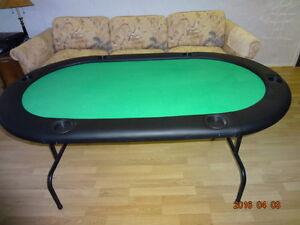 Super belle table de poker pliante et très solide.+ jetons