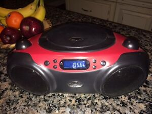 Nearly-New CD Player with AM/FM Radio - GREAT SOUND!