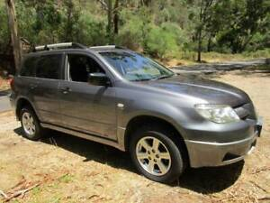 Mitsubishi Outlander auto air steer drives very well suit back packers