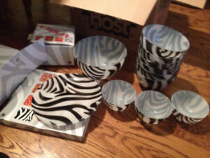 """Only $15! BEAUTIFUL DISHES SET """"AFRICA by WALTHER-GLAS""""."""