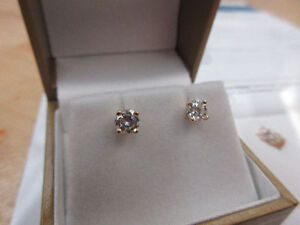 **$3,210.00 VALUE** Ladies 14k Gold Screw Back Diamond Earrings