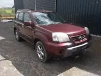breaking red nissan xtrail 2.0 petrol manual 4x4 parts spares qr20