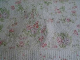 FOREVER ENGLAND WHITE king size BEDSPREAD WITH SMALL PINK FLOWERS