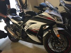 2014 Ninja 300ABS Special Edition! LOW KMS!