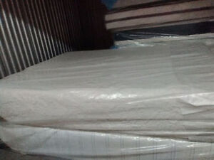 Brand New QUeen size ICOMFORT MEMORY FOAM --Free DELIVERY