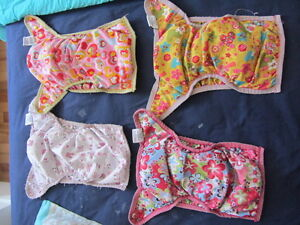 Couches lavables / Washable diapers: MDoodlez, Omaiki, FBunz