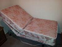 ROTEC ADJUSTABLE BED - LIT AJUSTABLE - EXCELLENT SHAPE