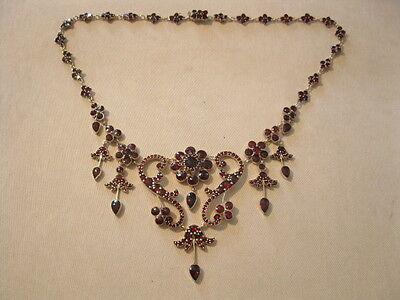 Ausgefallenes Collier Halskette mit hervorragenden Granatsteinen ÄLTER