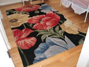 FABULOUS  UNIQUE  FLORAL  RUG !! ----  REDUCED !!! Kitchener / Waterloo Kitchener Area image 2