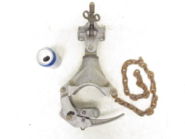 """Hubbell A.B. Chance Pole Type Saddle & Tightener 1-1/2"""" Clamp"""
