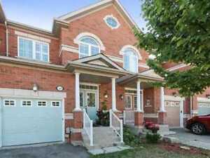 Bright 3+1 T/House In The Heart Of Richmond Hill At Townwood Dr