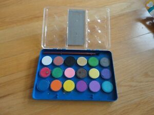 Watercolours Set and paintbrush - Like new condition London Ontario image 2