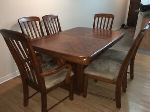 Table with six chairs, leaf and hutch - EXCELLENT condition