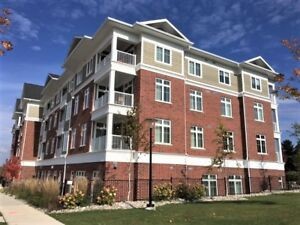 $1850 - BEAUTIFUL 1 BED & 1 DEN CONDO IN HORSESHOE!
