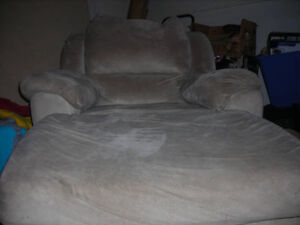 CHAISE LOUNGER IN GOOD CONDITION SAND COLOUR (BEIGE)