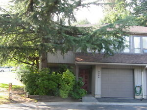 Spacious, Bright Townhome Nr SFU/Schools/Lougheed Town Ctr