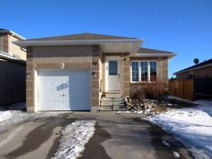 Beautiful Upgraded 2 Bedroom Bungalow in Desirable Barrie Area!