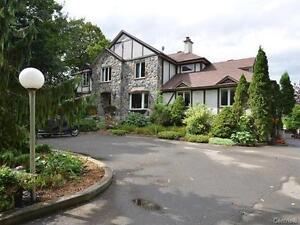 L'Île-Bizard,superbe propriété style Tudor, terrain de 148 640pc West Island Greater Montréal image 8