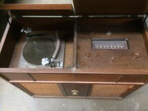 Vintage Rogers Majestic Console Radio and Turntable