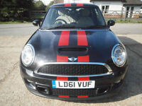 1161 MINI MINI 2.0 SD COOPER TURBO DIESEL BLACK/RED STRIPES/BIEGE LEATHER SEATS