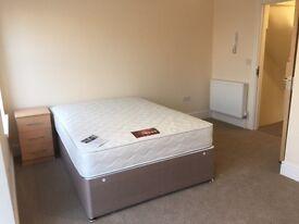 En-Suite Room - Five mins from Castle Park, Cabot Circus & Temple Quay