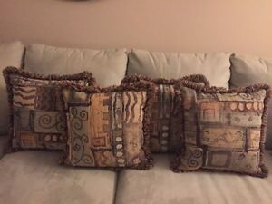 4 Patterned Pillows