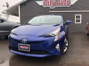 2017 Toyota Prius Touring Hybrid Navigation  Heated Leather