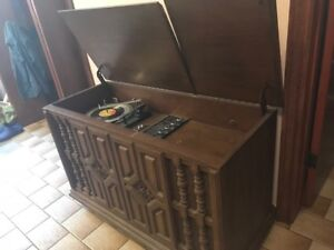 RECORD PLAYER TABLE ANTIQUE WITH WORKING RADIO $25 OBO