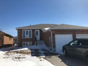 Barrie, Upper level South West, 3 bedroom, utilities included