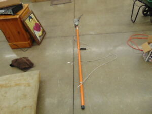 FISKARS EXTENABLE TELESCOPIC POLE TRIMMER WITH SAW