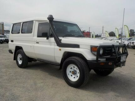 1999 Toyota Landcruiser White Manual Wagon