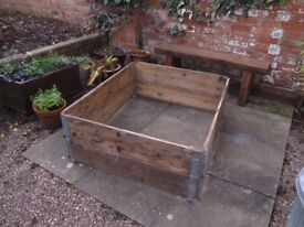 Hinged wooden boards - suitable for raised vegetable beds