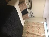 Double room in Zimbabwean household in Thornton Heath. Inclusive £400pcm.cr7 6ht