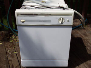Built-in Hotpoint Dishwasher in good condition