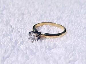 Gorgeous Engagement Ring 0.57CT with Certificate
