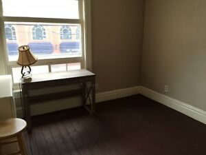 Room in downtown, INCLUSIVE apartment! available June 1