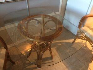 Table rotin en verre biseauté