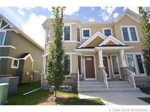 +++EXECUTIVE TOWNHOUSE LOCATED IN DESIRABLE CLEARVIEW RIDGE+++