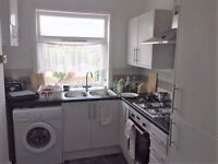 Lovely 2 bedroom min from Golders Green Tube Station & Bus routes with parking space. CALL NOW!