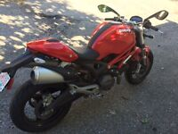 2010 Ducati Monster 696 with ABS and only 762 km on it