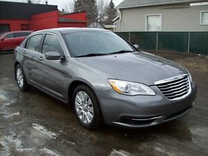 2013 Chrysler 200 LX/AUTO/4DOOR/GUARANTEED APPROVALS