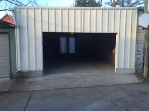 $450 / 400ft2 - East York: Clean, Dry Garage for rent $450 (Wood