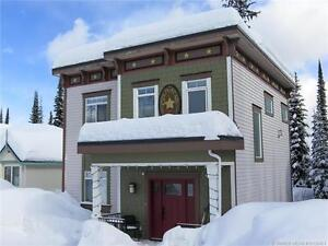 A ski to and from four bedroom family home at Silver Star