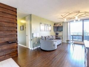 Gorgeous 2 Bedroom Condo in Mississauga! Priced to Sell