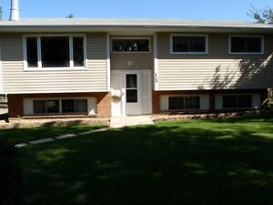 $1099 Child & Pet Friendly St.Albert Forest Lawn 3 bdrm Suite Ma