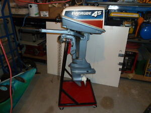 OUTBOARD MOTOR STAND