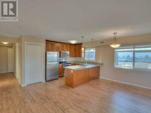 Beautiful spacious 2 bed, 2 bath unit - Available June 1