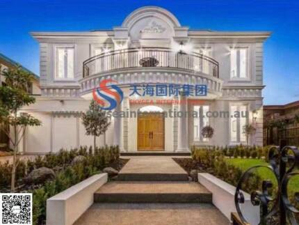 In Glen Waverley, new French style luxury 5 bedrooms 5 bathrooms,