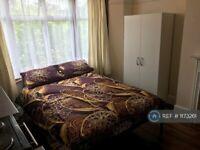Studio flat in Grenoble Gardens, London, N13 (#1173261)